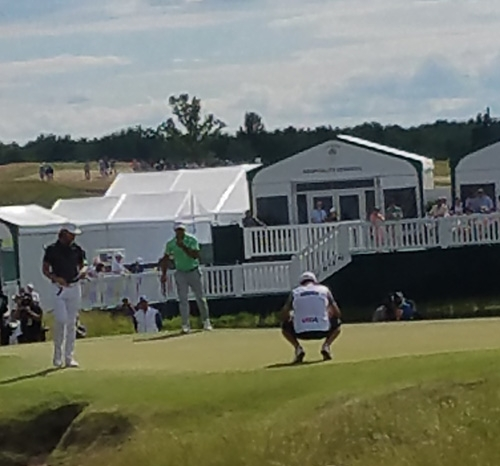 Fleetwood and Koepka at the 9th green.
